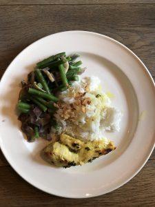 kip uit de oven met geneeskrachtige kruiden